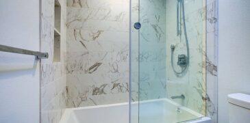 8 Reasons to Choose Sliding Shower Door for Bathtub
