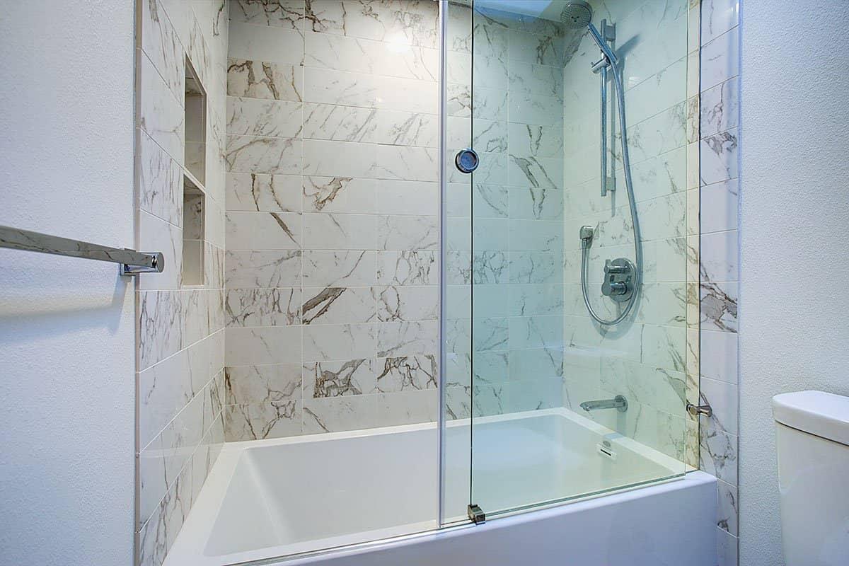 Reasons to Choose Sliding Shower Door for Bathtub