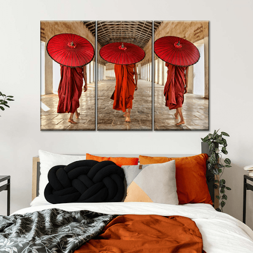 decorate the walls of the guest room